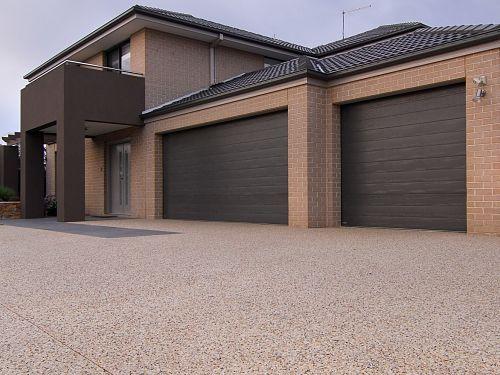 Pakenham exposed aggregate driveway